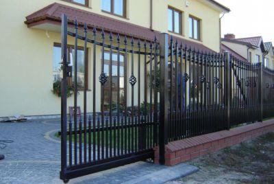 Распашные декоративные ворота