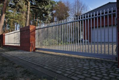 Серый металлический забор