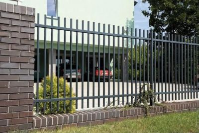 Вертикальный забор из металлопрофиля